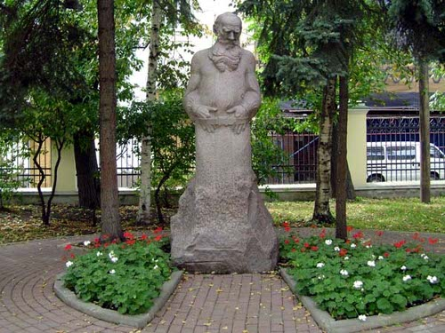 Памятник Л.Н. Толстому в Москве