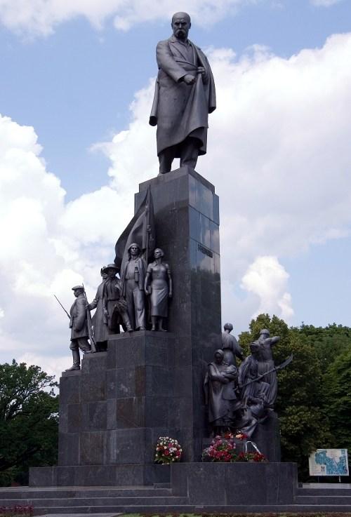 Памятник Т.Г. Шевченко в Харькове