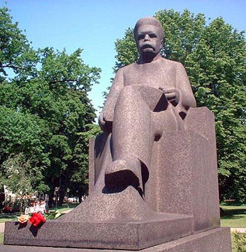Памятник писателю Рудольфу Блауману