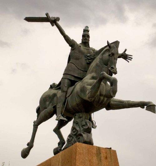 Памятник национальному герою Вардану Мамиконяну