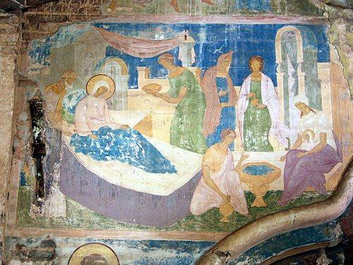 Рождество Богородицы (фрагмент фрески над порталом)