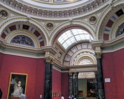 Один из залов галереи