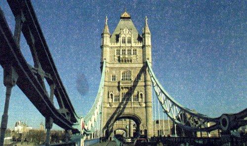Башня с подвесными цепями