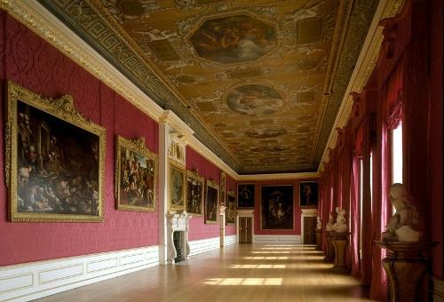 Королевская галерея внутри дворца